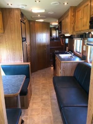 2005 Featherlite 8' wide 5 horse w/17'lq & midtack Horse Trailer