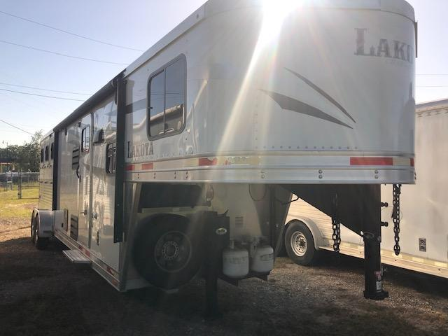 2018 Lakota Charger 3 horse w/11' lq Horse Trailer