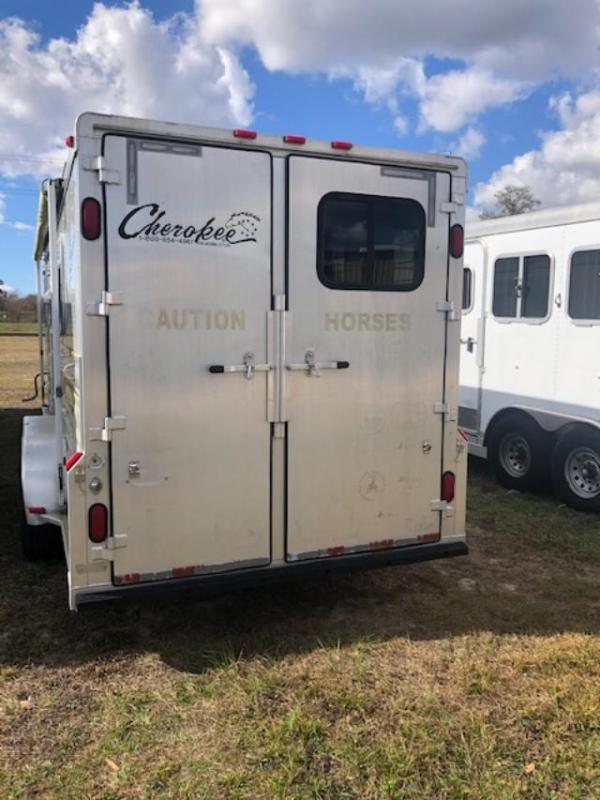 2004 Cherokee 3 horse w/7' lq Horse Trailer