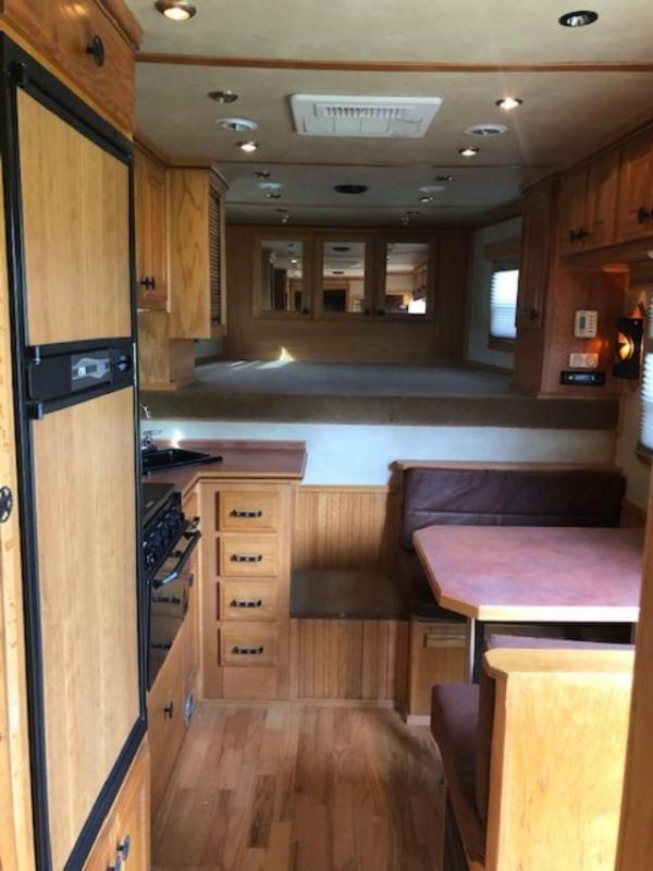 2003 CM 8' wide 3 horse w/12'lq 1/2 midtack and generator Horse Trailer