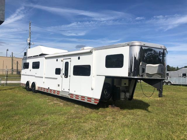 2010 Shadow Trailers 8' wide 4 horse w/12' lq and generator Horse Trailer