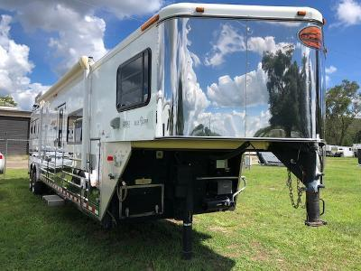 2004 Sundowner Trailers 8'wide 3 horse /14' lq air ride and generator Horse Trailer