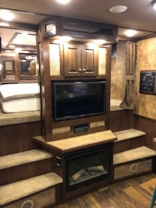 2015 Lakota Bighorn 8' wide 4 horse w/ 17' lq and generator Horse Trailer