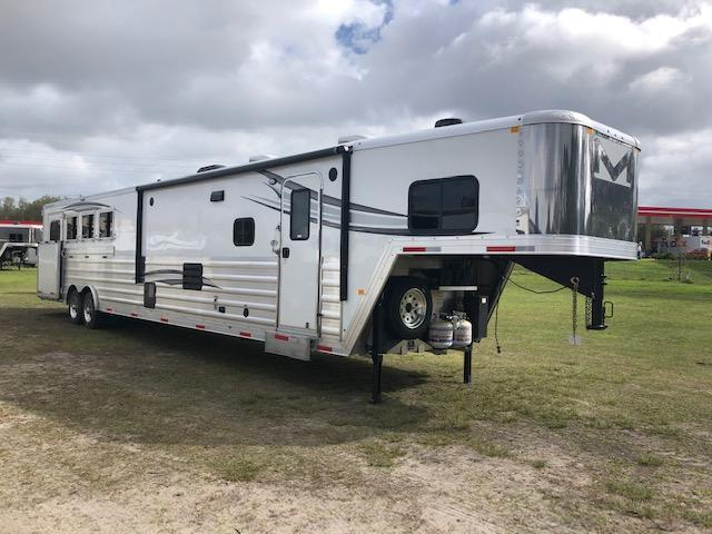 2021 Merhow Trailers 8' wide 4 horse side load with superslide 18' lq Horse Trailer