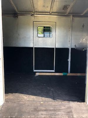 2002 Exiss Trailers 4 horse head to head Horse Trailer