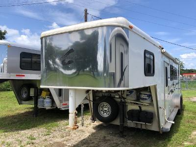 2004 Charmac Trailers 3 horse with 7' lq and generator Horse Trailer