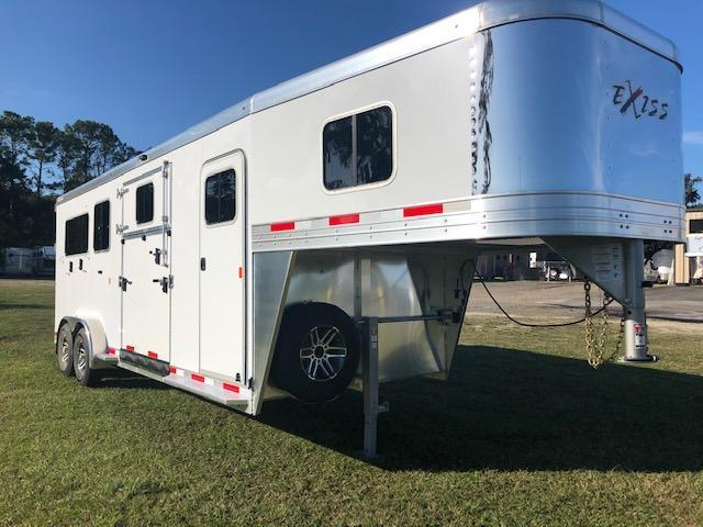 2022 Exiss Trailers 2 +1 insulated w/dressing room Horse Trailer