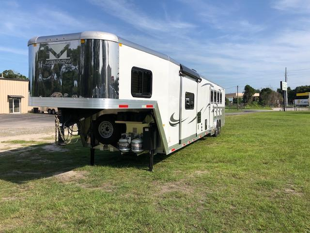 2020 Merhow Trailers 8' wide 4 horse w/ side ramp and 17' lq Horse Trailer