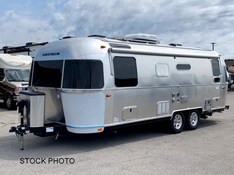 2022  Airstream Flying Cloud 25RB Travel Trailer