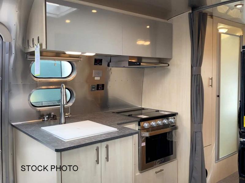 2022 Airstream Flying Cloud 25RB Twin Travel Trailer