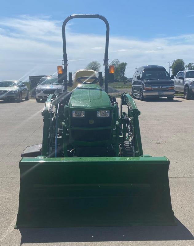 2020 John Deere 1025R Garden Tractor with Loader