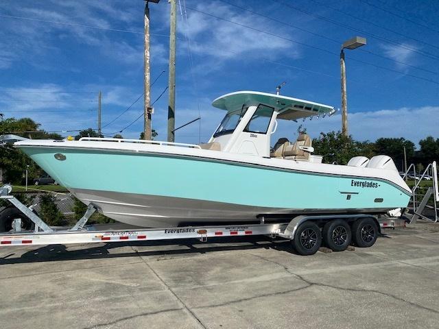 2021 Everglades Boats 295 CC  located in New Smyrna Beach