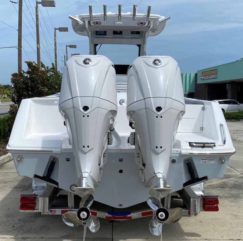 2022 Everglades Boats 295 CC  located in New Smyrna Beach