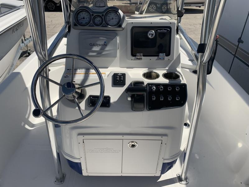 2016 NauticStar 214XTS  located in Rockledge