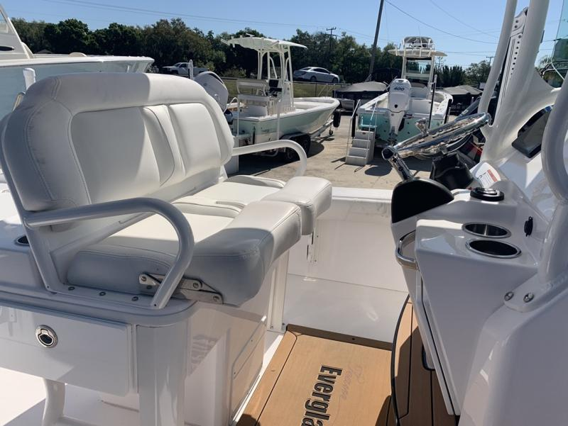 2019 Everglades Boats 253 CC  located in Rockledge