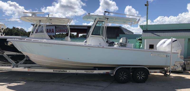 2017 Everglades Boats 273cc  located in Rockledge