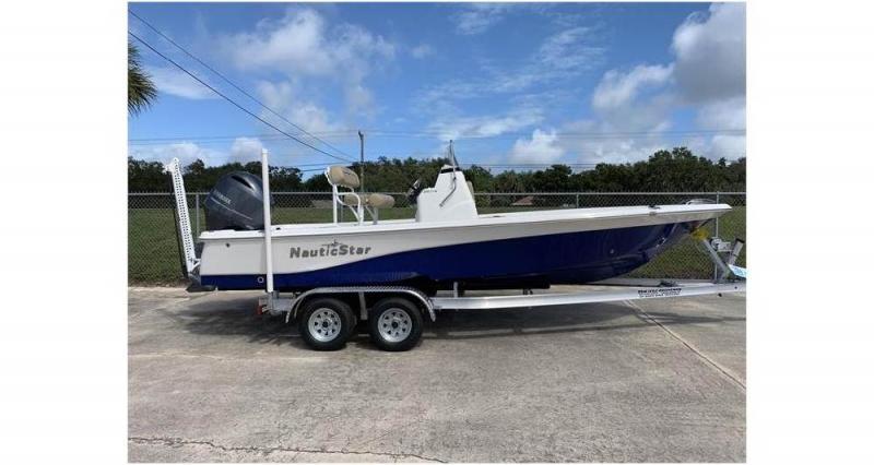 2020 NauticStar Boats 215 XTS  located in New Smyrna Beach