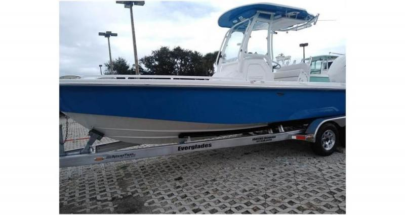 2020 Everglades Boats 243cc  located in New Smyrna Beach