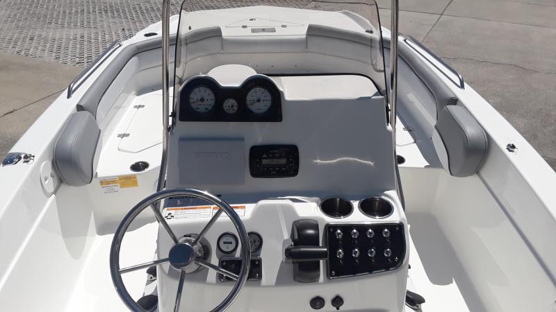 2022 NauticStar Boats 211 Hybrid  located in New Smyrna Beach