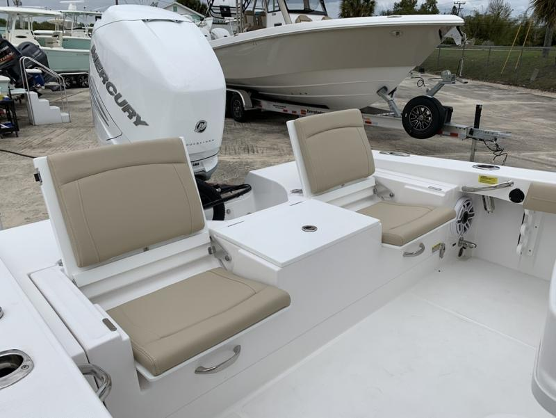 2021 Everglades Boats 253 CC  located in Rockledge