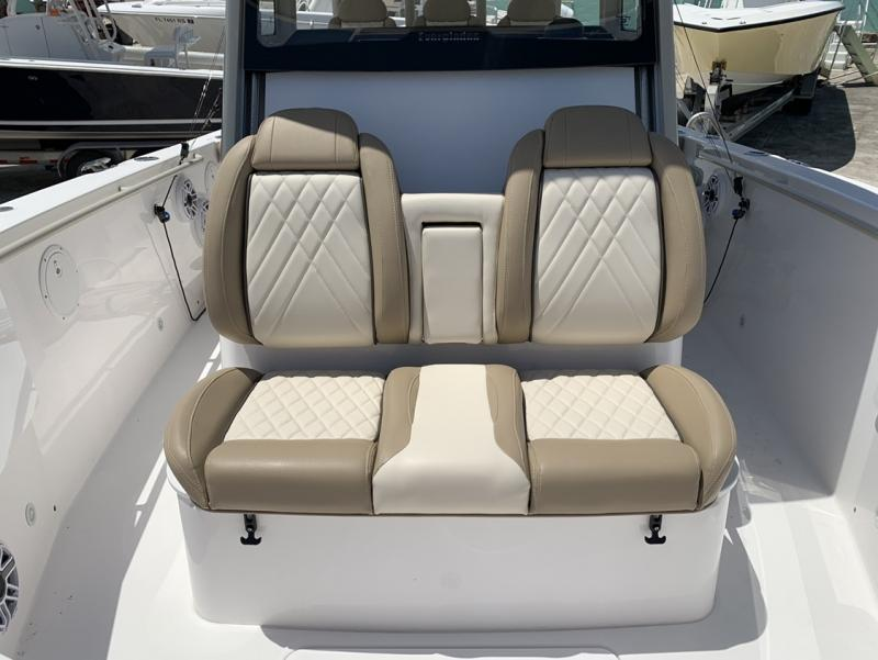 2021 Everglades Boats 335 CC  located in Rockledge