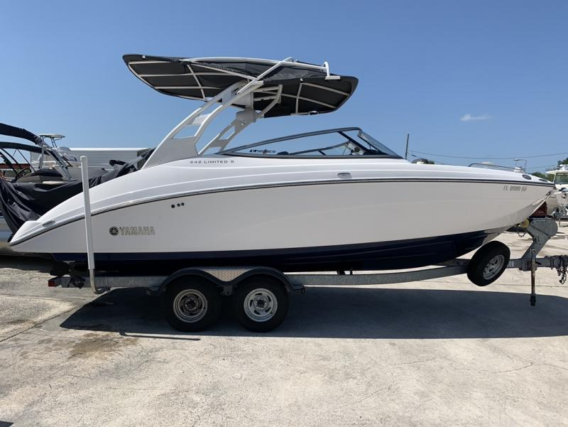 2017 Yamaha 242 LTD S E- SERIES  located in Rockledge