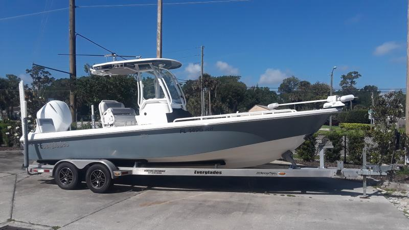 2018 Everglades Boats 243CC  located in New Smyrna Beach