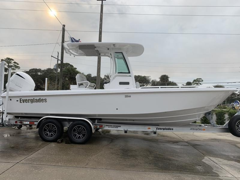 2020 Everglades Boats 253cc  located in New Smyrna Beach