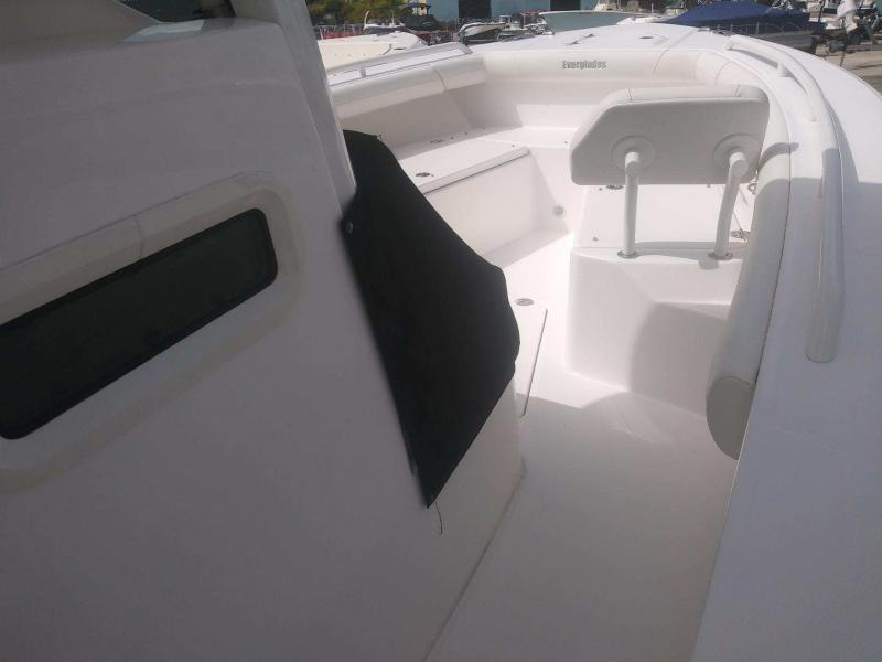 2020 Everglades Boats 253cc  located in New Smyrna Beach