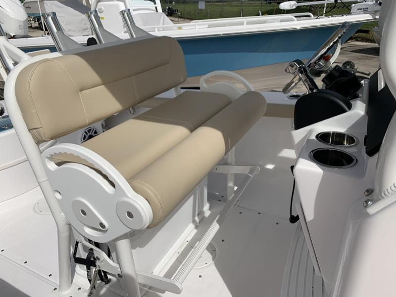 2021 Everglades Boats 243 CC  located in New Smyrna Beach