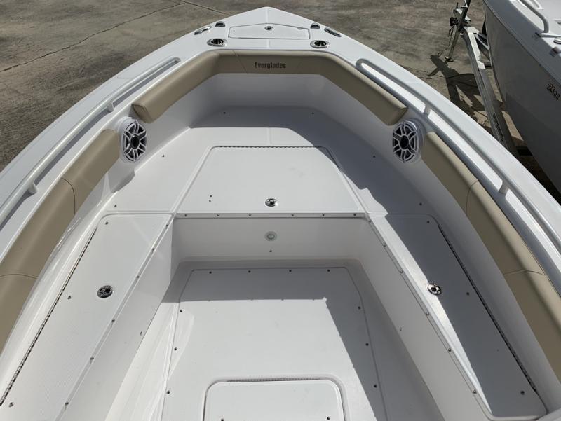 2021 Everglades Boats 243 CC  located in New Smyrna Beach