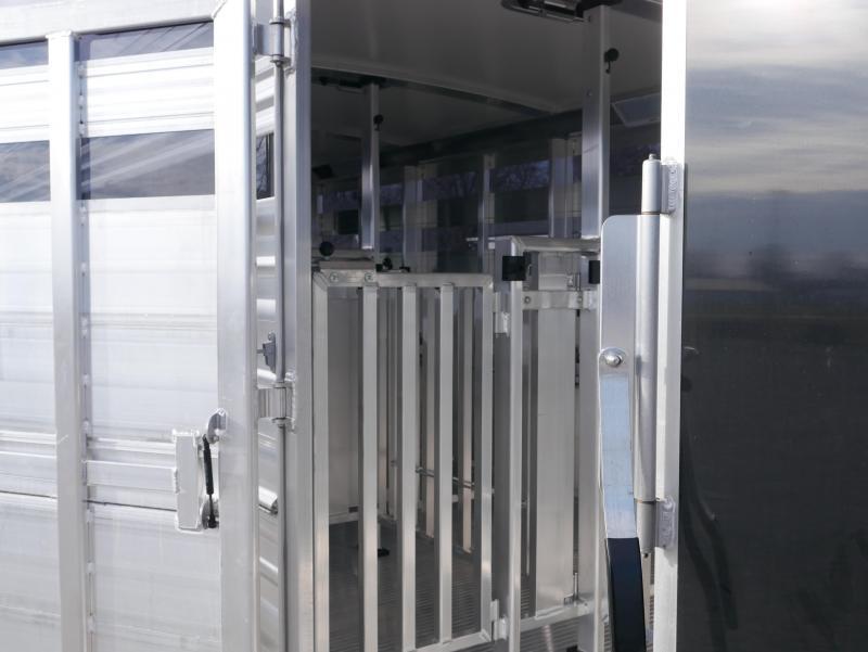 2021 Cimarron Trailers SHOWSTAR 8 PEN Livestock Trailer