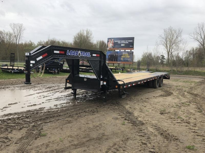 Load Trail 32ft Low Profile Deckover 22K Gooseneck Equipment Flatbed Trailer w/ Max Ramps