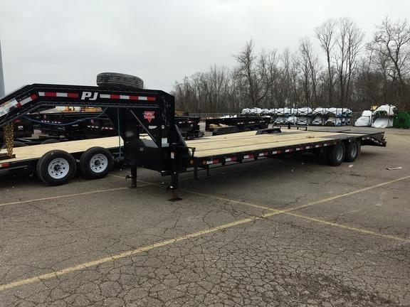 2019 PJ Trailers 32' Low Pro Flatbed Trailer w/ Duals