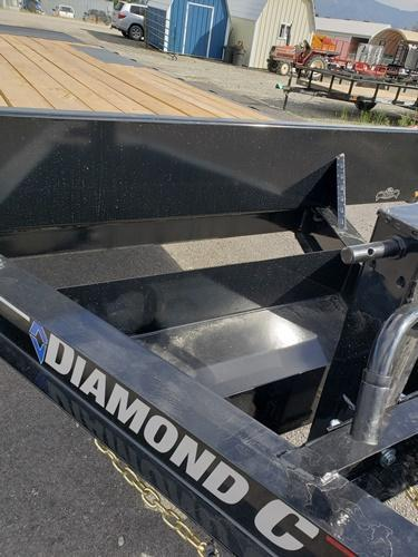 2020 Diamond C Trailers DEC20722x102 Flatbed Trailer