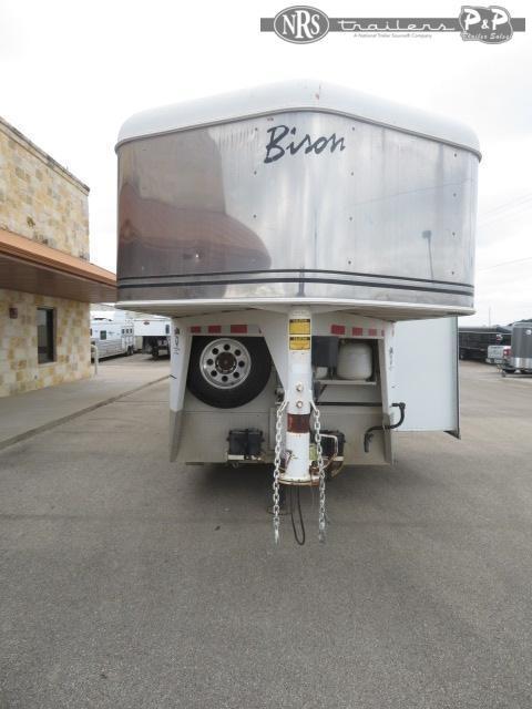 2004 Bison Trailers 7308 3 Horse Slant Load Trailer 8 FT LQ With Slides
