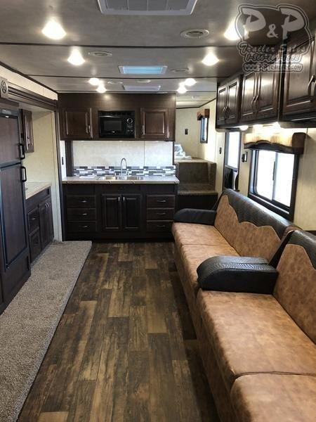 2019 Bison Laredo 3 Horse 19' Living quarter