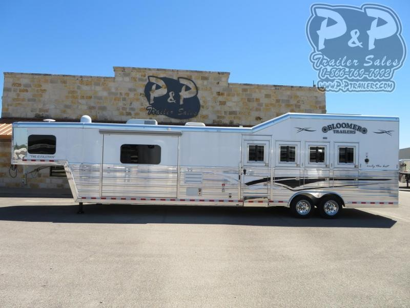2019 Bloomer Trailers 4 Horse 15.5 ft Short Wall
