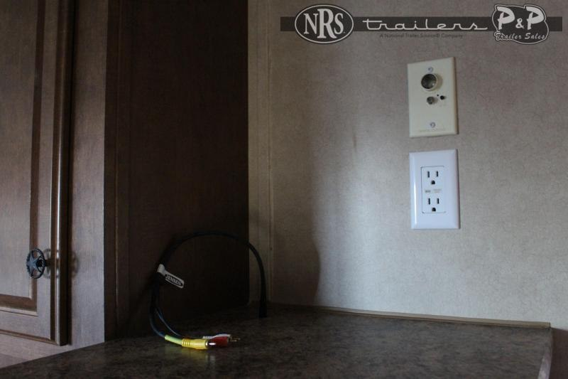 2012 Bison Trailers 8310TE 3 Horse Slant Load Trailer 10 FT LQ