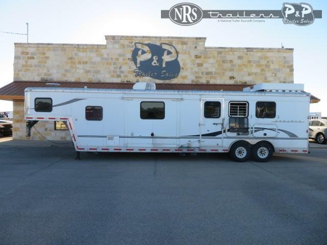 2005 Bison Trailers Stratus 8314 3 Horse Slant Load Trailer 14 FT LQ With Slides
