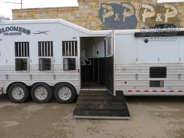 "2017 Bloomer Outlaw Conversions Reverse Load 4 Horse Slant Load Trailer 17'9"" FT LQ With Slides w/ Ramps"