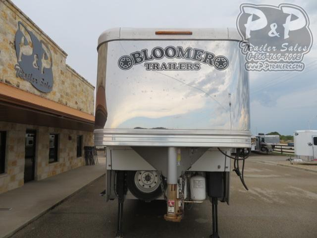 """2017 Bloomer Outlaw Conversions Reverse Load 4 Horse Slant Load Trailer 17'9"""" FT LQ With Slides w/ Ramps"""
