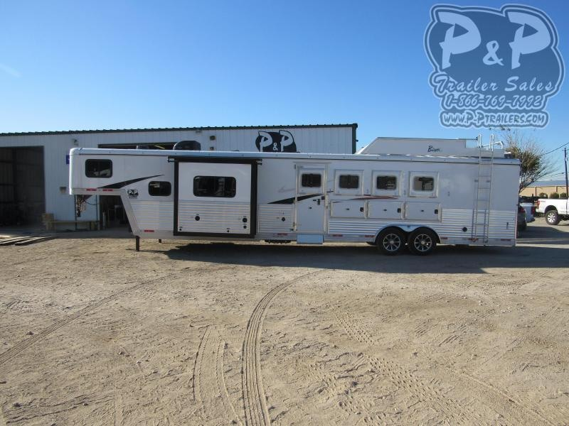 2021 Bison Trailers Desperado DS8413B.S.R 4 Horse Slant Load Trailer 13 FT LQ With Slides w/ Ramps