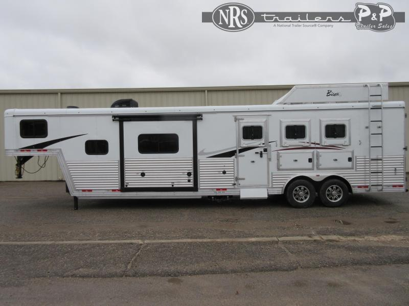 2022 Bison Trailers Desperado DS8313B.S 3 Horse Slant Load Trailer 13 FT LQ With Slides