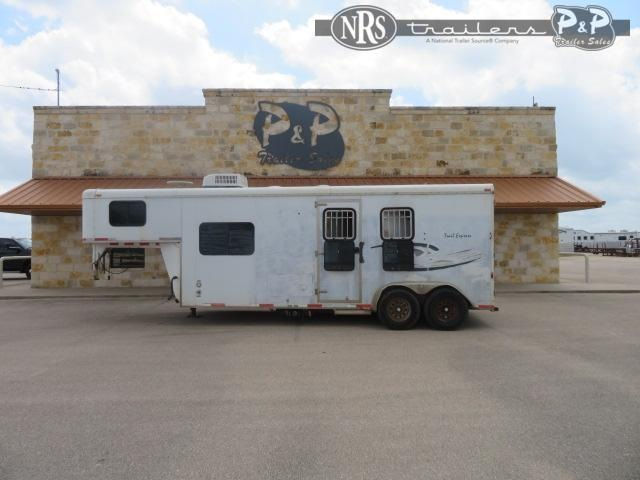 2007 Bison Trailers Trail Express 7210 2 Horse Slant Load Trailer 10 FT LQ