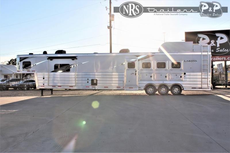 2021 Lakota Bighorn BH8420TRSL 4 Horse Slant Load Trailer 20 FT LQ w/ Slideouts