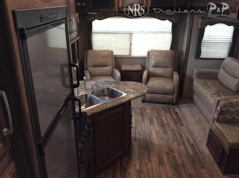 2016 Keystone RV Cougar X-Lite 26RLS 29 ' Fifth Wheel Campers RV