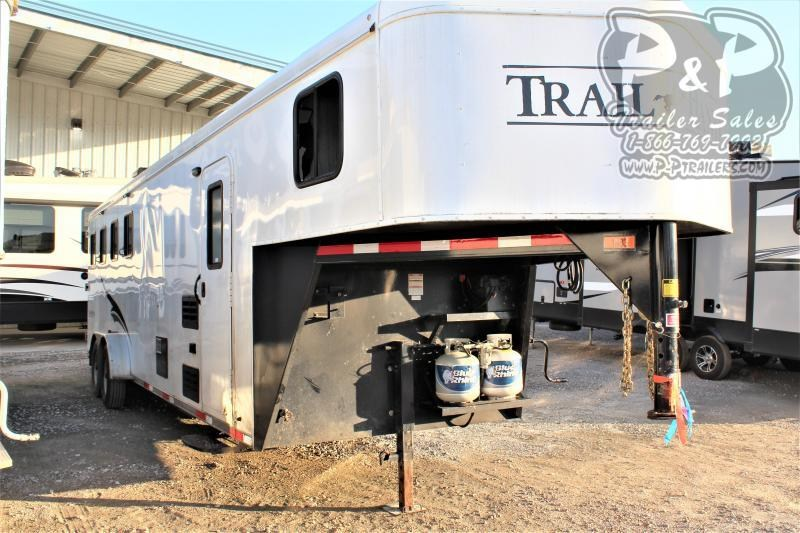 2015 Bison Trailers 7408TH Trail Hand 4 Horse Slant Load Trailer 10 FT LQ