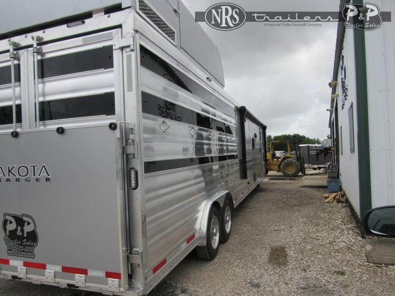 2022 Lakota Charger LE81415SRB 34 ' Livestock Trailer LQ