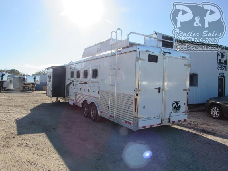 2021 Bison Trailers Desperado DS8413BSR 4 Horse Slant Load Trailer 13 FT LQ With Slides w/ Ramps